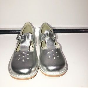 NWOT L'AMour girls silver Mary Janes.